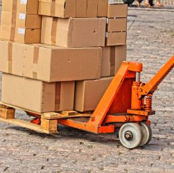 The Differences Between Couriers And Logistics Companies
